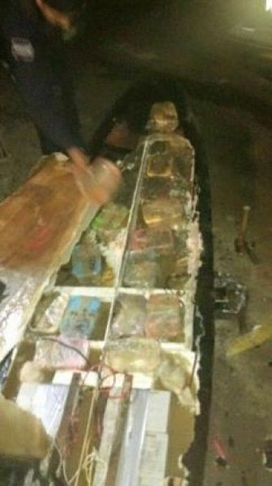 Smugglers Try To Use Motorized Surfboard To Hide Drugs (6 pics)