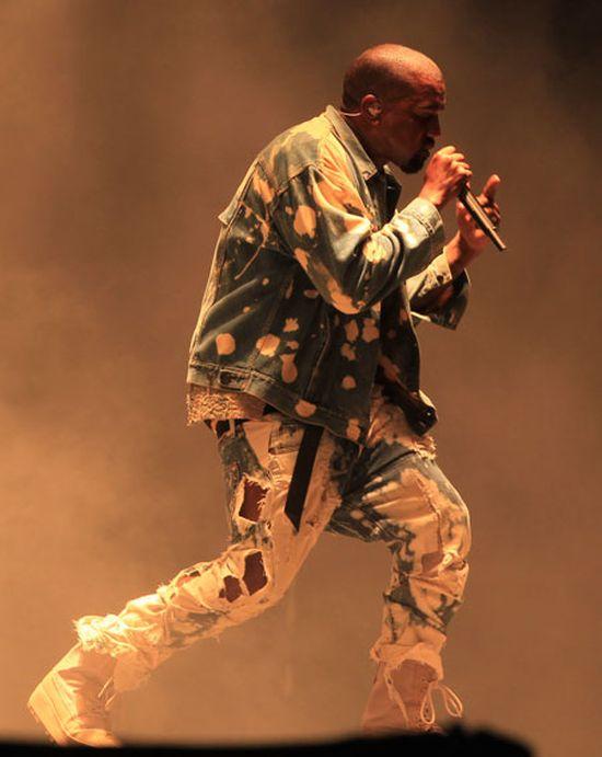 Kanye West Gets Trolled At Glastonbury (2 pics)