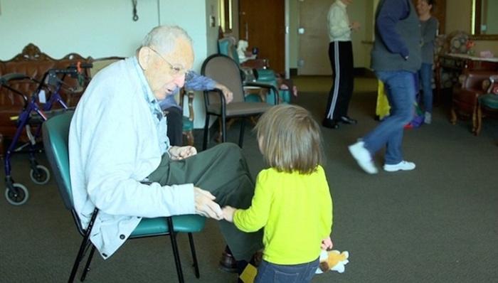 Nursing Home In Seattle Doubles As A Kindergarten (9 pics)