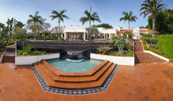 Taco Bell Founder's Dream Home Is Now Up For Sale (23 pics)