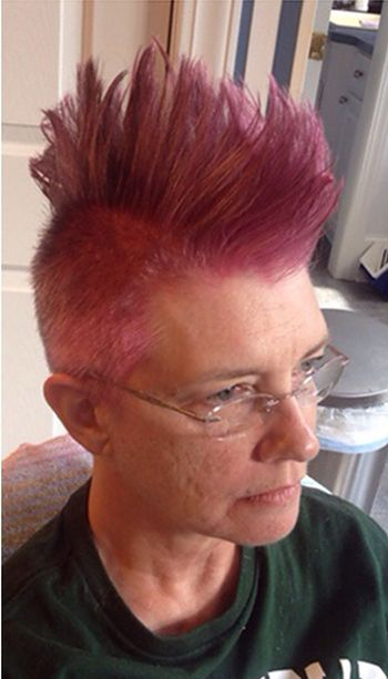 Daughter Gives Mom Awesome Hairstyle Before She Starts Chemo (3 pics)