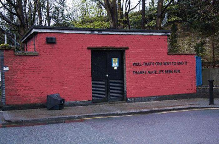 Graffiti Artist And City Worker Have A War On A Wall (30 pics)