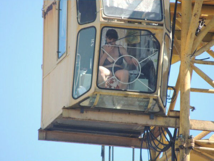 When There Is No Air Conditioning At Work (20 pics)