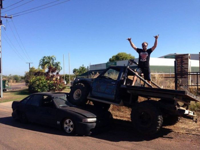 Man Uses Truck To Crush The Car Of His Ex-Girlfriend's New Lover (3 pics)
