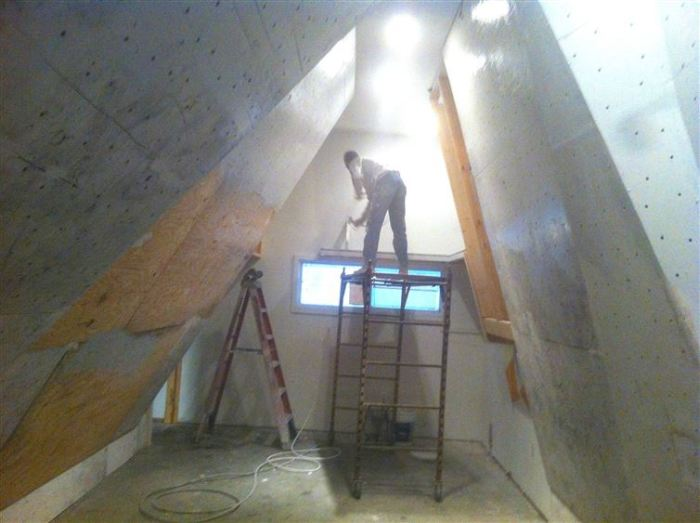 Family Builds The Coolest Wall Ever While Renovating A Room In Their Home (30 pics)