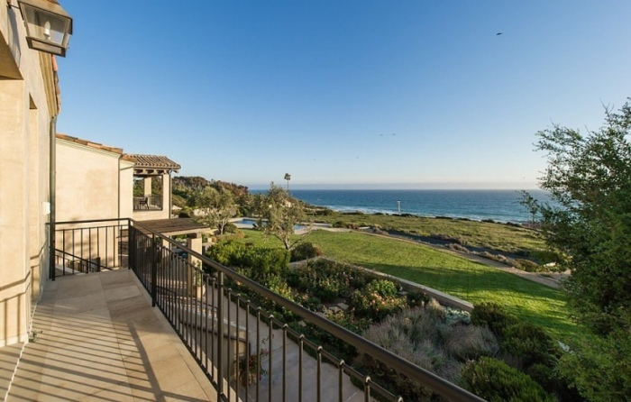 Lady Gaga's Malibu Mansion Is A Dream Come True (26 pics)