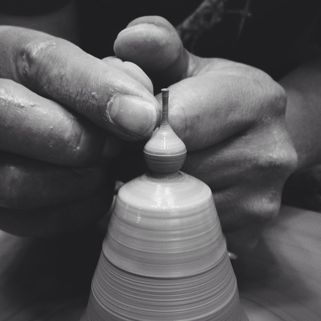 Artist Makes Some Of The World's Smallest Pottery By Hand (15 pics)
