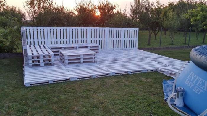 How To Make A Beautiful Backyard Patio Using Pallets (17 pics)