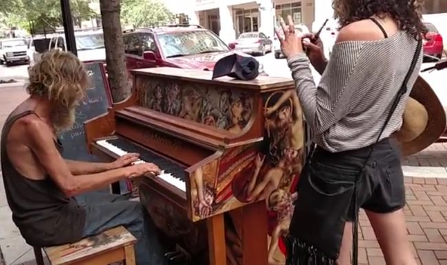 Homeless Man Plays Piano Beautifully