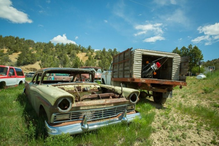 More Than 250 Cars Make Up This Vehicle Cemetery In Utah (29 pics)