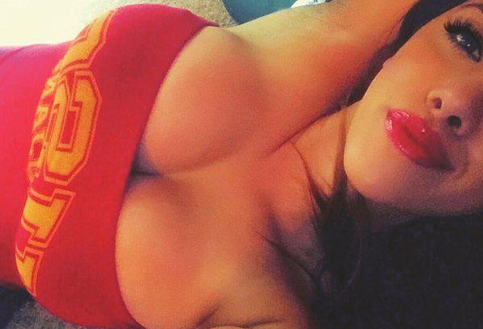 Busty Girls With Full Lips Make For A Beautiful Combination (33 pics)