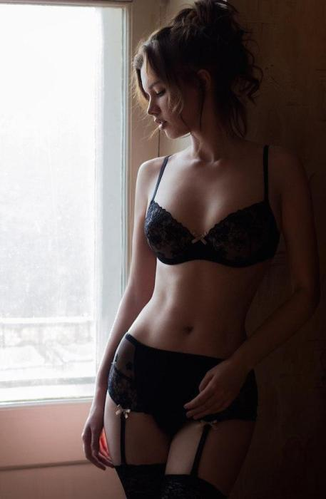 Luscious Ladies In Lingerie Love To Show Off Their Sexy Sides (39 pics)