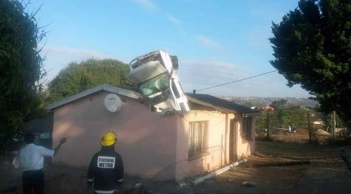 Car Lands Engine First In The Roof Of A House (3 pics)