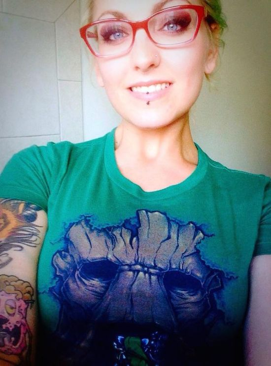Nerdy Girls Love To Show Off Their Naughty Side (34 pics)