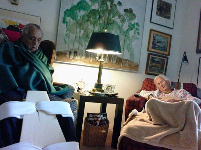 Пожилая американская пара скончалась в объятиях друг друга с разницей в несколько минут (7 фото)