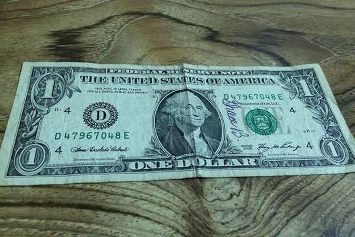 Widower Is Blown Away When His Wife's 'Miracle Dollar' Finds Its Way Home (5 pics)
