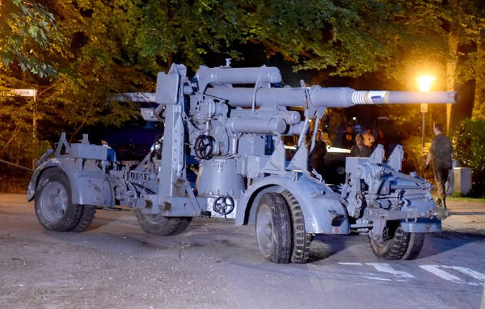 World War II Weapons Stash Discovered In A Cellar In Germany (9 pics)