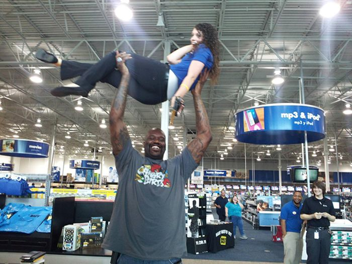 Pictures That Show Just How Gigantic Shaquille O'Neal Really Is (34 pics)