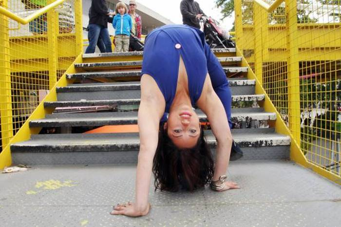 This Girl Is So Flexible That She Can Fit Herself Inside A Suitcase (19 pics)