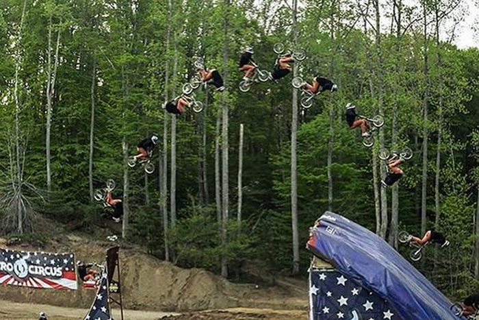 This Quadruple Backflip Is The Most Outrageous Trick In BMX history (4 pics)
