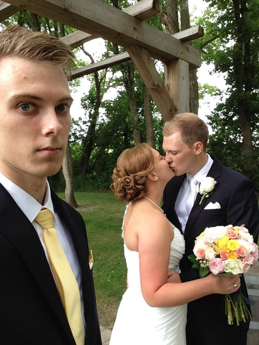 Man Spends 3 Years Taking Awkward Selfies As The Third Wheel (9 pics)