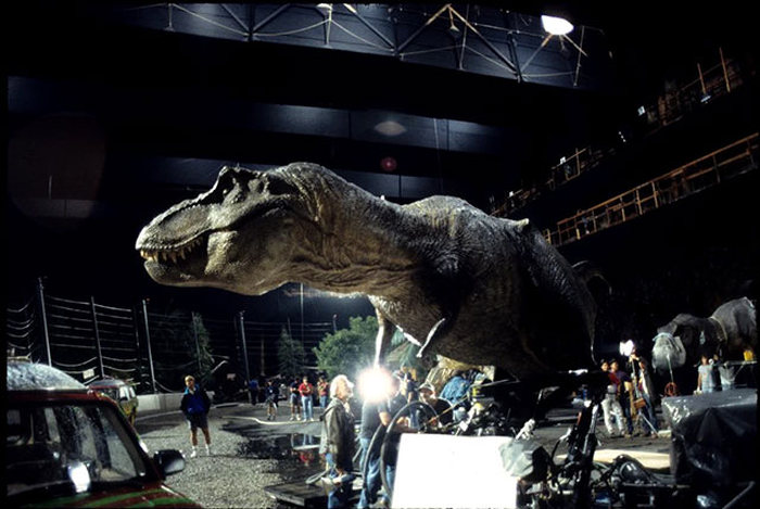 See How Famous Movies Were Made In These Candid Behind The Scenes Pictures (30 pics)