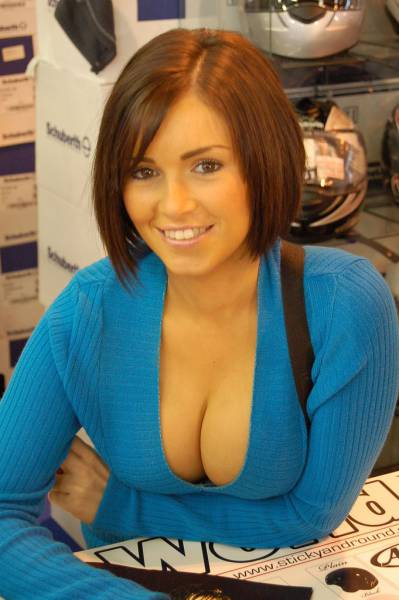 The Best Part Of Summer Is Babes With Busty Chests (50 pics)