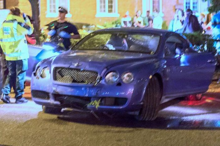 Stock Trader Laughs As His Lamborghini And Bentley Crash In The Same Night (6 pics)