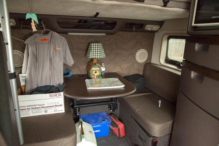 This Is What The Life Of A Long Distance Trucker Looks Like (35 pics)