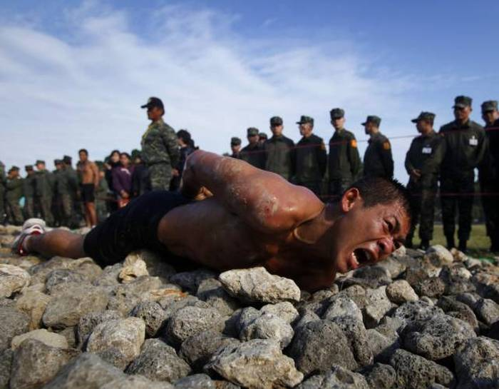 Military Training Programs That Only The Strong Survive (18 pics)