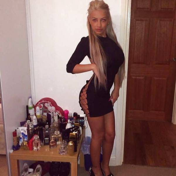 Babes In Tight Dresses Are Like A Present For Your Eyes (56 pics)