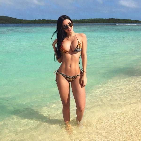 Summer Is Hot And So Are The Babes In Bikinis (67 pics)