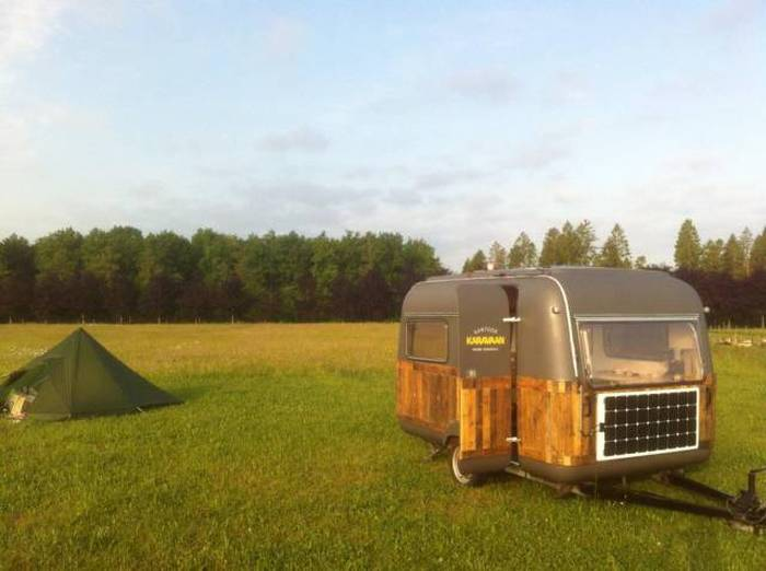 This Camper Is Perfect For Working In The Woods (8 pics)