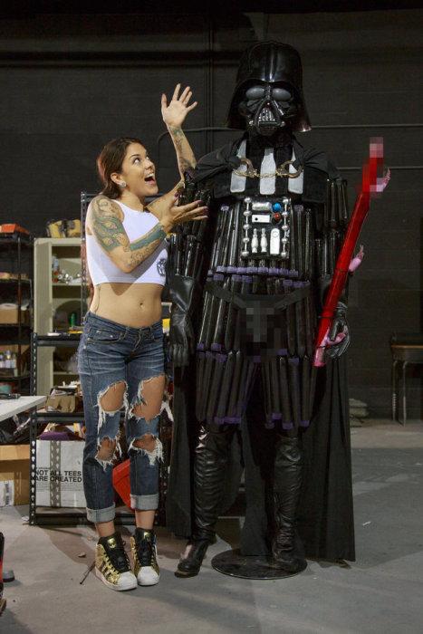 Pornstar hace a Darth Vader con elementos de Sex Shop