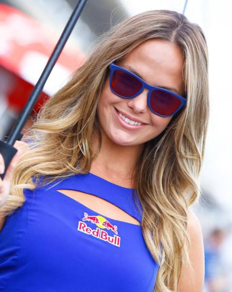 Motorsports And Red Hot Race Girls Go So Well Together (89 pics)
