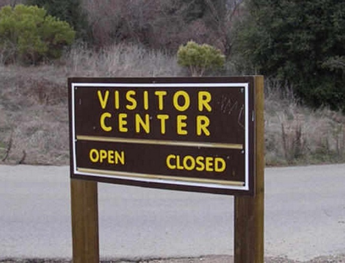 Signs That Just Don't Make Any Sense At All (20 pics)