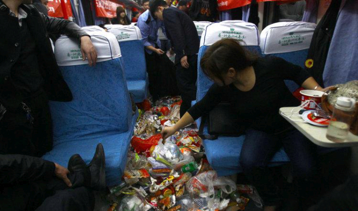 What A Chinese Train Looks Like During Rush Hour (4 pics)