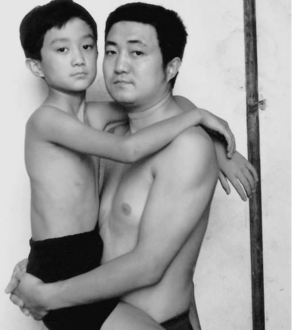 For 30 Years This Man Took A Selfie With His Son, The Last One Will Surprise You (27 pics)