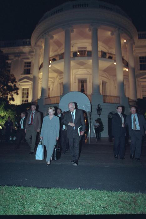 Rare Images Show What Happened Inside The White House During The 9/11 Attacks (21 pics)