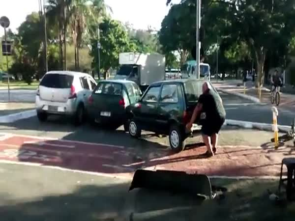 Guy Moves a Car That Blocks The Way