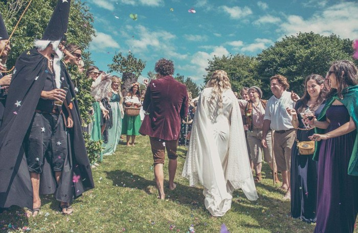 Couple Turns Their Garden Into Middle Earth For A Hobbit Themed Wedding (18 pics)