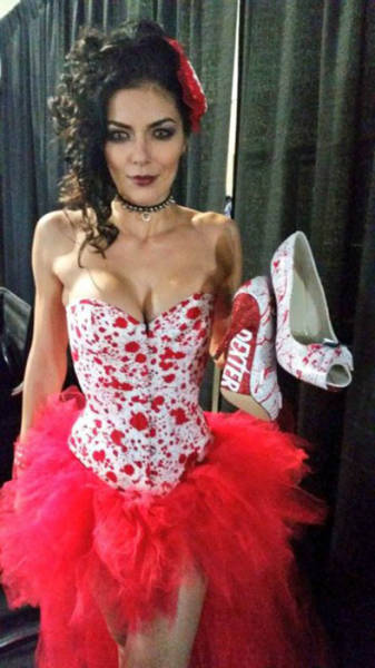 America's Next Top Model Adrianne Curry Announces She's Retiring From Cosplay (25 pics)