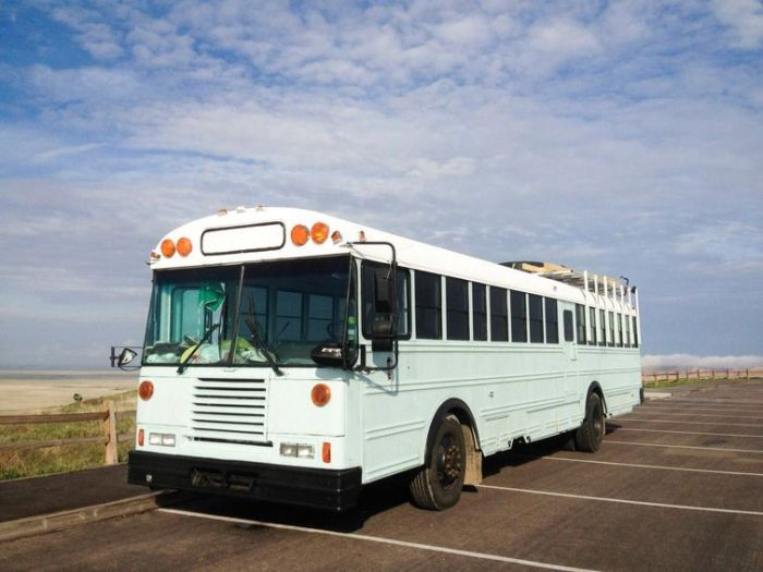 Old School Bus Gets Transformed Into Awesome Motor Home By College Graduates (30 pics)