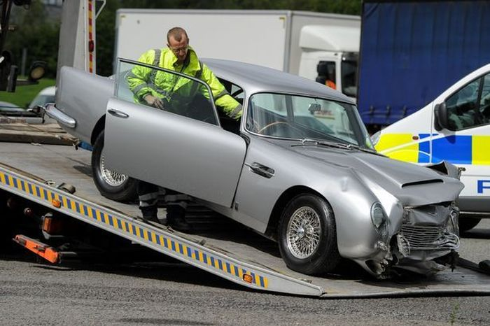 Aston Martin Gets Destroyed In A Head End Collision (6 pics)