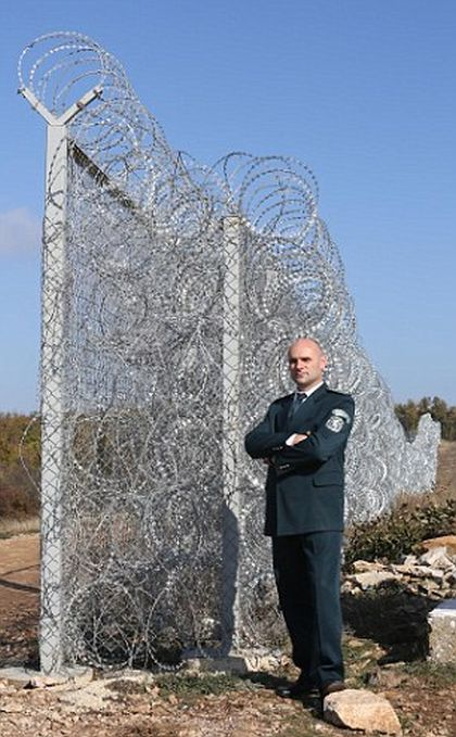 How Bulgaria Keeps Illegal Aliens Out Of Their Country (5 pics)