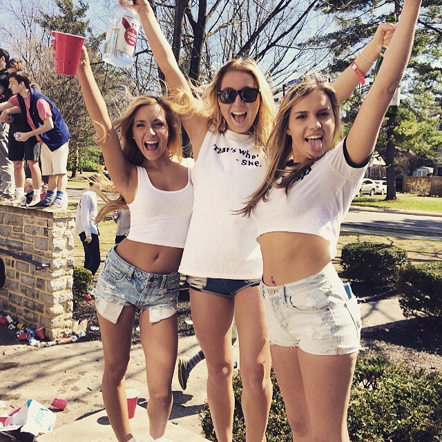 College Girls Are A Subject Worth Studying (21 pics)