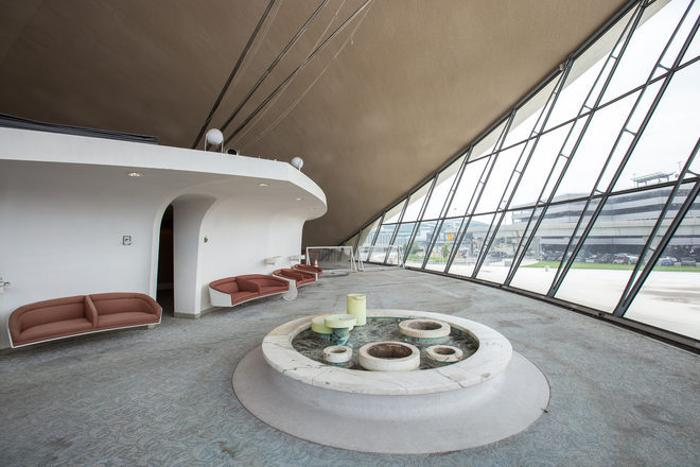 This Abandoned Terminal At JFK Airport Has Been Untouched For 50 Years (22 pics)