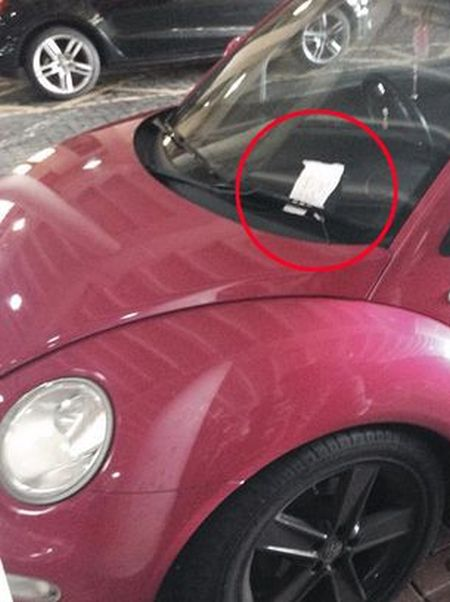 Angry Message Left On Car That Parked In The Handicapped Space (2 pics)