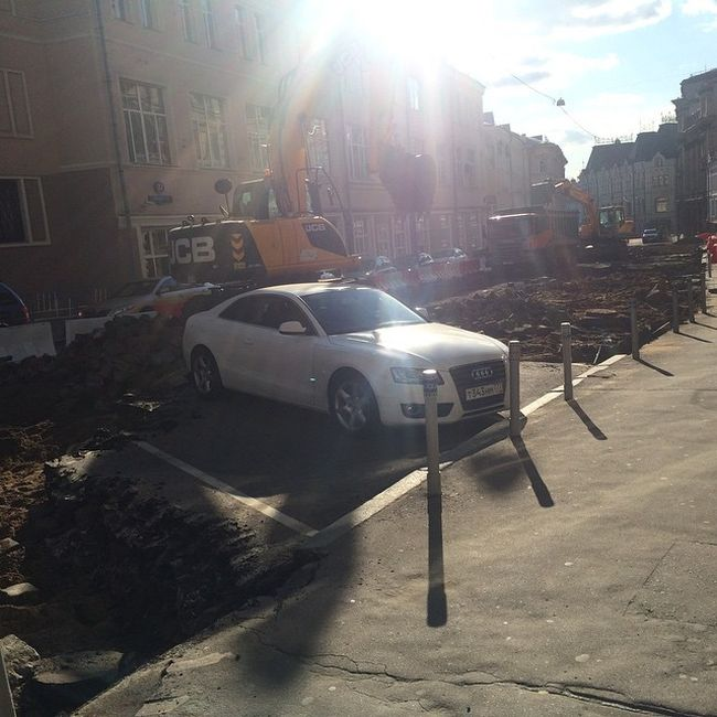 This Audi Was Parked In The Wrong Spot (6 pics)