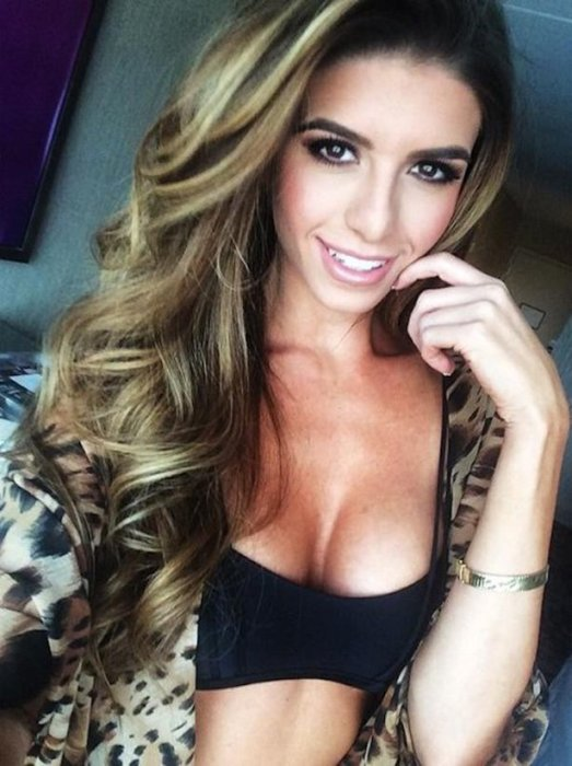 Get Ready For Some Sexy Girls Taking Selfies (33 pics)